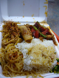 Lunch Combo: Red Curry Chicken + Prikking Prince Chicken