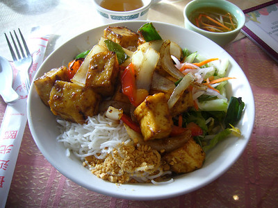 Bun dau hu xao xa ot - Vermicelli with Lemongrass Tofu (Spicy)